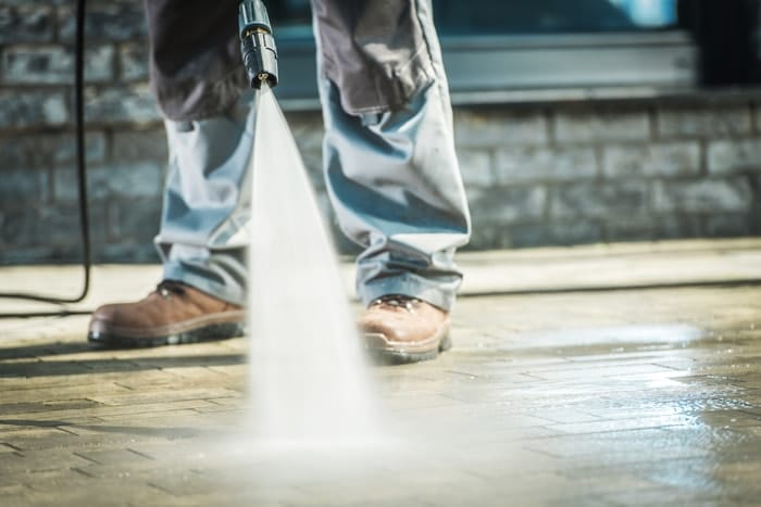 washing objects with a silent pressure washer