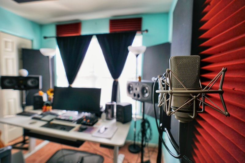 How to Soundproof a Room for Podcasting: 9 Easy and Low-Cost Ways